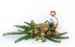 Красная свеча рождества с ветвями ели стоковые фото