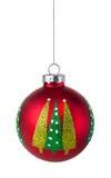 Красная смертная казнь через повешение безделушки рождественской елки на строке Стоковые Изображения RF
