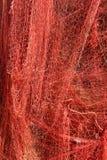 Красная смертная казнь через повешение рыболовной сети на стене Стоковые Фотографии RF