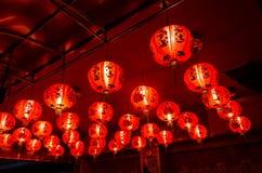 Красная смертная казнь через повешение фонарика на потолке Стоковая Фотография RF