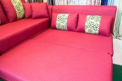 красная софа Стоковые Фотографии RF