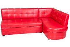Красная софа leatherette обедая, изолированный на белизне Стоковое Изображение