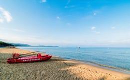 Красная спасательная лодка Стоковые Фото