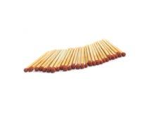 Красная спичка и деревянная ручка на белой предпосылке Стоковое Фото