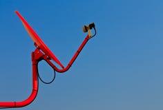 Красная спутниковая антенна-тарелка Стоковое фото RF