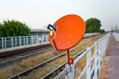 Красная спутниковая антенна-тарелка Стоковые Изображения RF