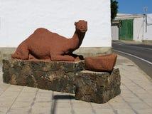 Красная статуя дромадера Стоковая Фотография RF