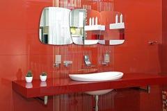 Красная стена ванной комнаты Стоковое Изображение