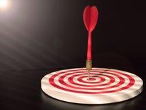 Красная стрелка дротика яблочка ударяя центр цели dartboard Концепция успеха, цели, цели, достижения Стоковая Фотография RF