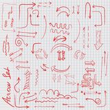 Красная стрелка doodle на листе клетки Стоковые Фото