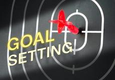 Красная стрельба стрелки в центре  черной доски дротика с словом Стоковые Фото