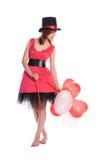 Красная с волосами девушка в розовом шлеме платья и цилиндра стоковое изображение rf