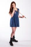 Красная с волосами женщина с стрелкой Стоковое Фото