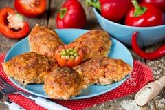 Красная фрикаделька риса паприки болгарского перца испекла в соусе Стоковые Фото