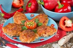 Красная фрикаделька риса паприки болгарского перца испекла в соусе Стоковое Фото