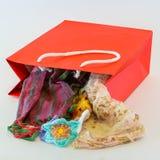 Красная хозяйственная сумка стоковые изображения rf