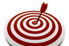 Красная цель дротика стоковая фотография rf