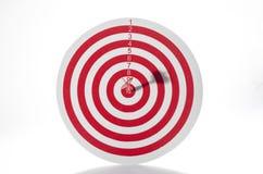 Красная цель с дротиком стоковое фото rf