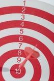Красная цель с дротиком стоковые фото