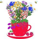 Красная чашка с травами и ягодами Стоковое фото RF