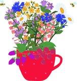 Красная чашка с травами и ягодами Стоковые Фотографии RF