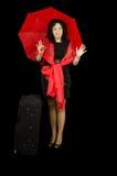 Красная черная дама путешествуя с большим чемоданом Стоковые Фото