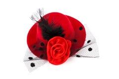 Красная шляпа с черным шлейфом и подняла Стоковые Фотографии RF