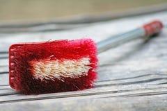 Красная щетка туалета стоковое фото
