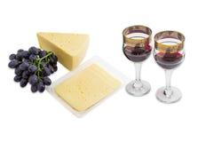 Красное вино, виноградины и сыр на светлой предпосылке Стоковые Фотографии RF
