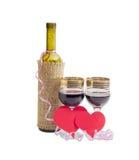 Красное вино и сердца сделанные из красной бумаги Стоковые Изображения RF