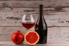 Красное вино на черной предпосылке Стоковое Изображение RF