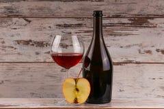 Красное вино на черной предпосылке Стоковое Изображение