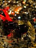 Красное вино, орнаменты бутылки и рождества, selctive фокус, и торжество Стоковое Фото