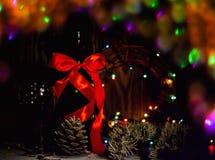 Красное вино, орнаменты бутылки и рождества, selctive фокус, и торжество Стоковые Фотографии RF