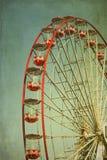 Красное винтажное колесо парома стоковые фото