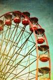 Красное винтажное колесо парома стоковые изображения rf