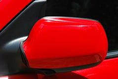 Красное зеркало крыла стоковые изображения rf