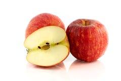 Красное изолированное яблоко Стоковые Изображения RF