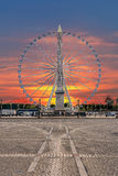 Красное и голубое небо над Парижем Стоковая Фотография