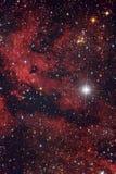 Красное межзвёздное облако в ночном небе Стоковое Изображение RF
