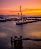 Красное небо на Rosyth стоковая фотография rf