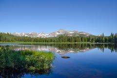 Красное озеро утес Стоковые Изображения RF