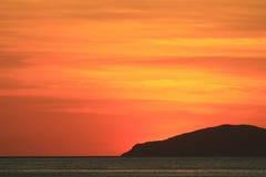 Красное оранжевое небо на заходе солнца Стоковое Фото