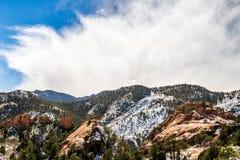 Красное открытое пространство Колорадо-Спрингс каньона утеса Стоковые Изображения