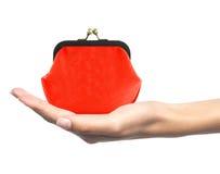 Красное портмоне в руке женщины изолированной на белизне Стоковая Фотография