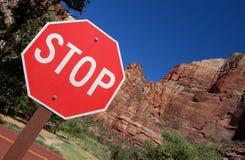 красное предупреждение стопа знака Стоковые Фотографии RF