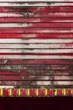 Красное плакирование стены металла стоковая фотография rf