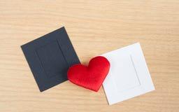 Красное сердце с бумажной карточкой Стоковое Изображение