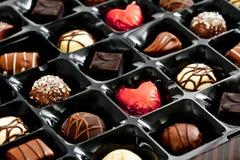 Красное сердце шоколада в коробке Стоковые Изображения RF