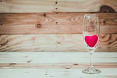 Красное сердце внутри бокала Стоковая Фотография RF